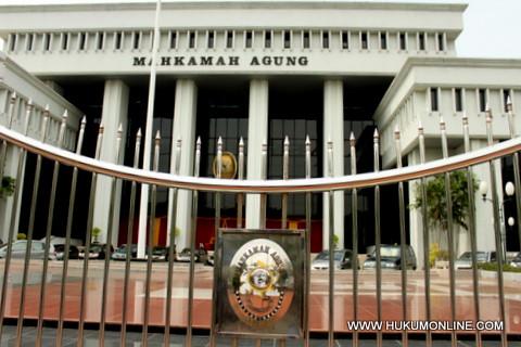 MA Batalkan Vonis Bebas Bupati Lampung Timur