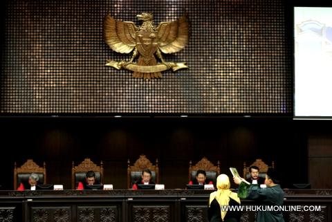 Sepuluh Pasal UU Migas Dinilai Menabrak Konstitusi