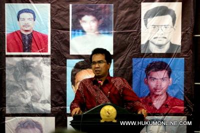 Tangani Papua, Kebijakan Pemerintah Saling Bertentangan
