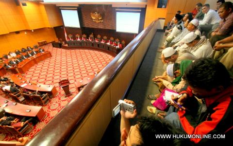 Advokat Uji UU Bantuan Hukum ke MK