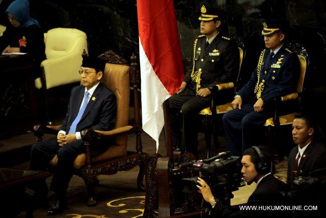 Wakil Presiden Budiono sedang mendengarkan pidato kenegaraan Presiden SBY