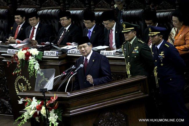 Presiden SBY saat menyampaikan pidato kenegaraan dalam rangka HUT RI ke 66 di gedung MPR-DPR