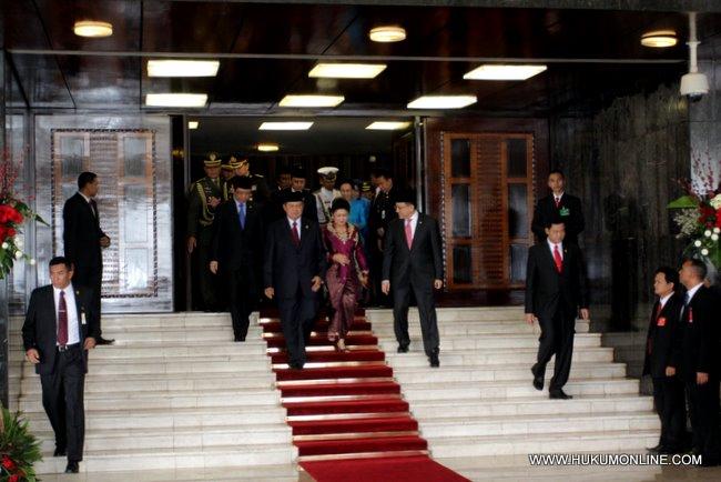 Presiden SBY beserta Ibu Ani Yudhoyono tinggalkan gedung MPR-DPR usai sampaikan pidato kenegaraan