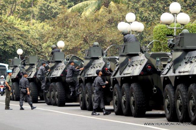 Mobil Kavaleri Kostrad disediakan untuk menunjang keamanan di gedung MPR-DPR