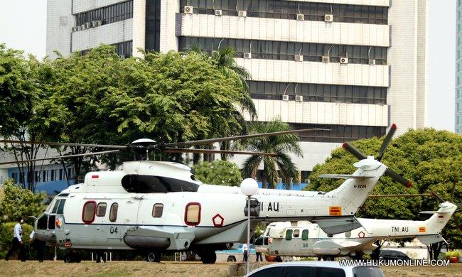 Dua Helikopter jenis Puma milik TNI AU disiapkan guna menunjang keamanan di gedung MPR-DPR