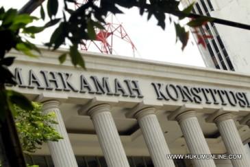Tukang Gigi Gugat UU MK