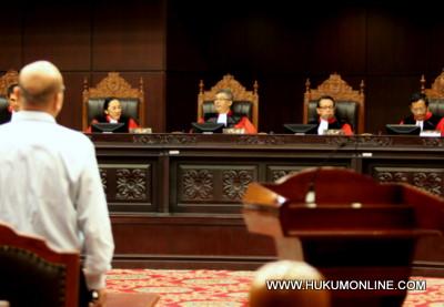 MK Pangkas Izin Pemeriksaan Kepala Daerah