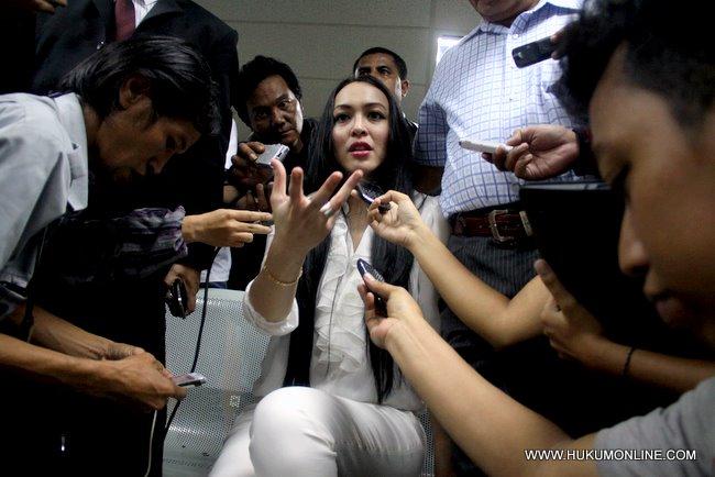 Inilah terdakwa kasus dugaan suap kepengurusan anggaran Kementerian Pemuda dan Olahraga serta Kementerian Pendidikan Nasional, Angelina Sondakh, kamis (10/13)