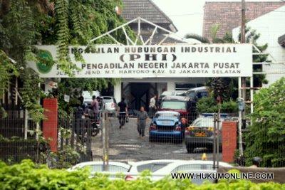 Menolak Di-Outsourcing, Puluhan Pekerja SCTV Digugat