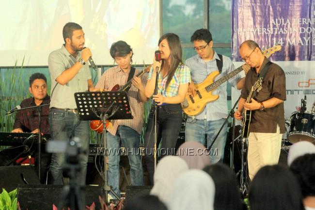 Konser Mini Dwiki Darmawan di Kampus UI