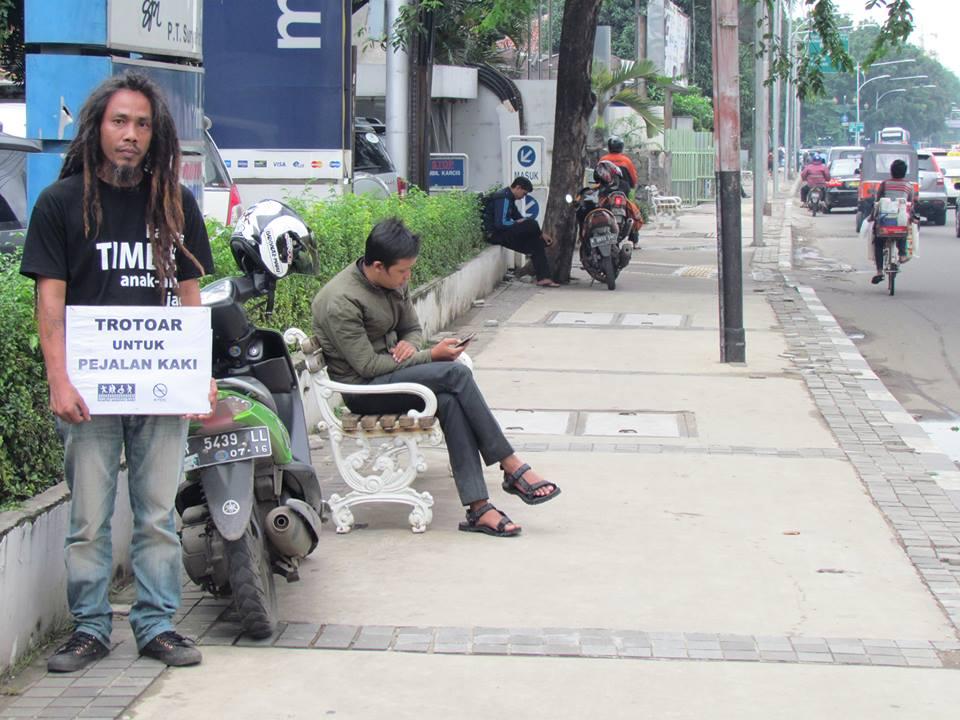 Koalisi Pejalan Kaki: Berjuang Mengembalikan Fungsi Trotoar