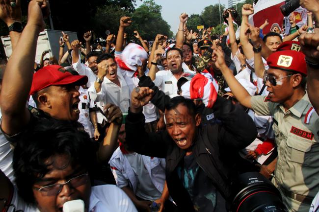 Diisukan Menang, Pendukung Prabowo-Hatta Sujud Syukur