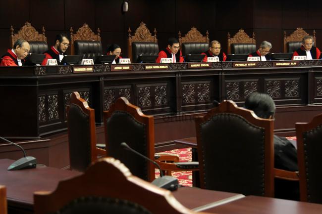 MK Gugurkan Pengujian UU Advokat