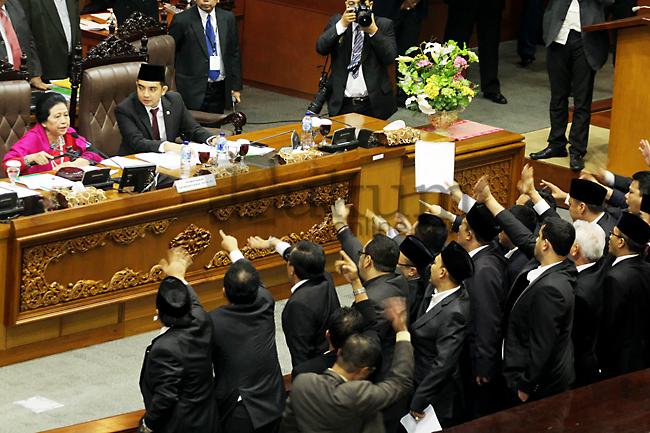 Pemilihan Pimpinan DPR Berlangsung Ricuh