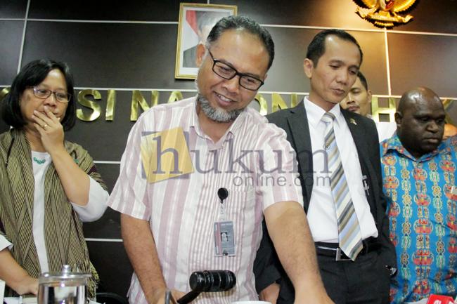 Bambang Widjojanto Beri Keterangan di Komnas HAM