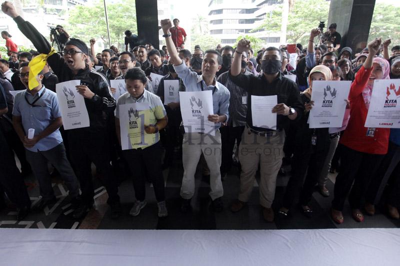Tolak Pelimpahan Perkara BG, Pegawai KPK Demo