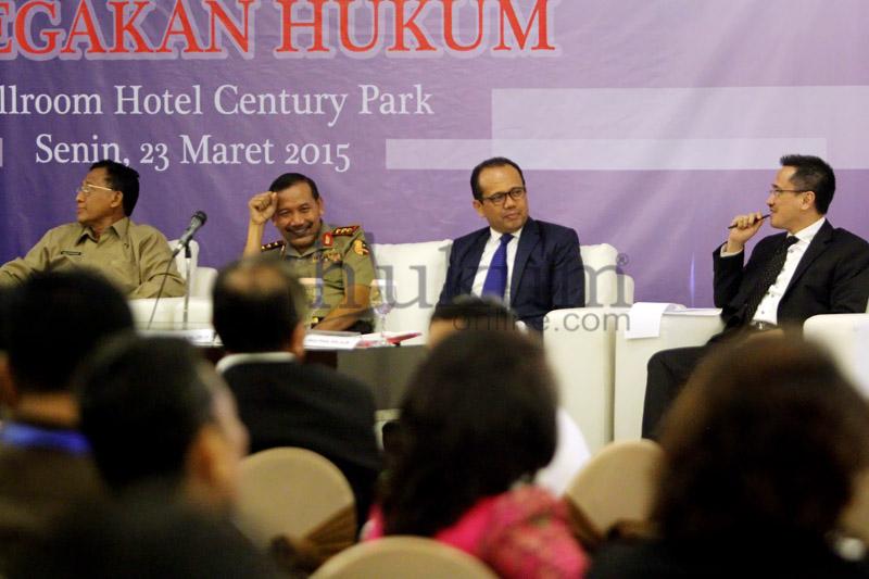 Acara Diskusi Demokratisasi Dalam Penegakan Hukum