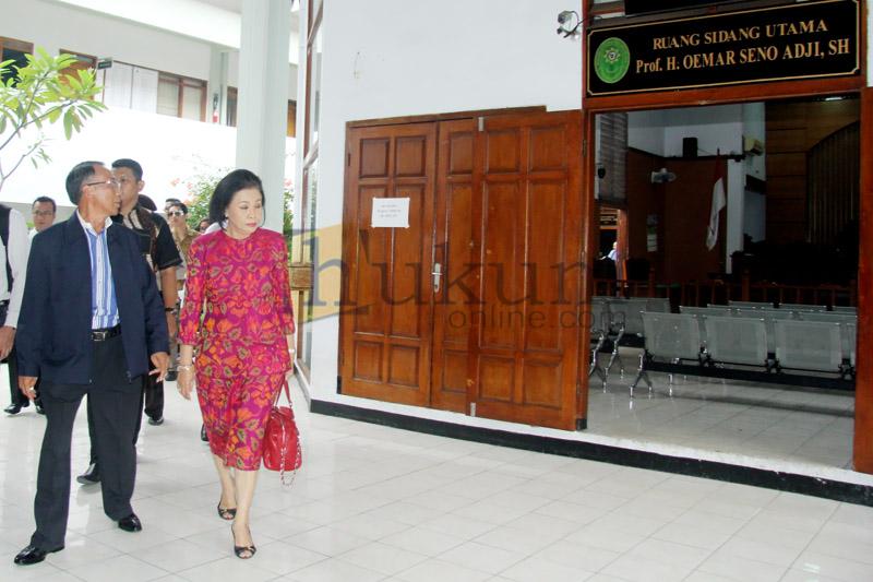 Sidang Praperadilan Jero Wacik Ditunda