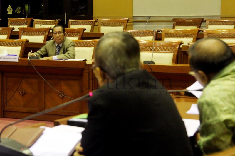 Calon hakim agung saat menjalani uji kepatutan dan kelayakan di Komisi III DPR. Foto: Ilustrasi Sgp