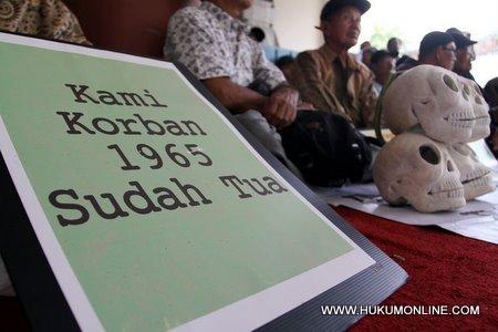 Jokowi Teken Perpres RANHAM 2015-2019