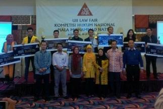 FH UNPAD Raih Gelar Juara Debat UII Law Fair