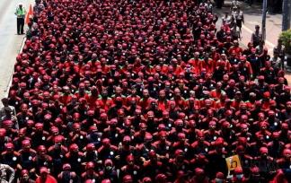 Aksi Buruh Tolak Tax Amnesty di Istana Jokowi