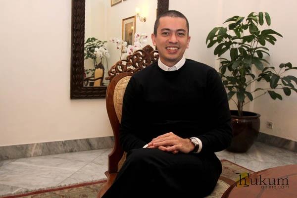 Rian Ernest, Lawyer yang Banting Setir Jadi Staf Hukum Gubernur DKI Jakarta