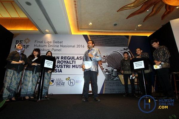 Suasana debat final LDHON 2016 antara FH UIB melawan FH UNHAS. Foto: RES