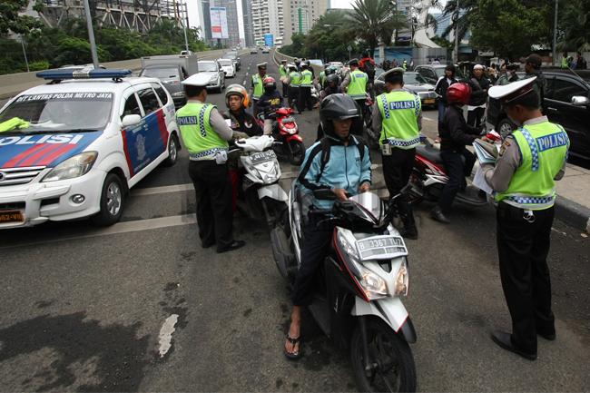 Operasi polisi di jalan raya untuk pelanggaran UU Lalu Lintas. Foto: RES