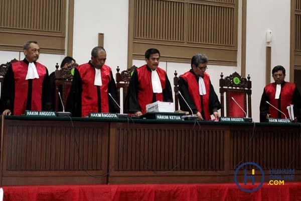 Dilema 'Wakil Tuhan' sebagai Pejabat Negara