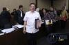 Mantan Menteri Dalam Negeri Gamawan Fauzi memberikan keterangan pada sidang lanjutan dugaan korupsi proyek E-KTP dengan terdakwa mantan pejabat Kementerian Dalam Negeri, Irman dan Sugiharto di Pengadilan Tipikor Jakarta, Kamis (16/3).