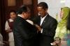 Hakim Mahkamah Konstitusi (MK) Saldi Isra memberikan sambutan saat acara penyambutan di gedung MK, Jakarta, Selasa (11/4).