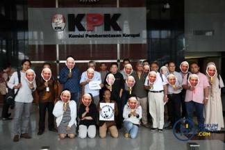 Beramai-ramai Dukung Novel Baswedan dan KPK