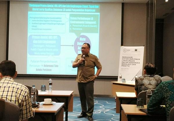 Direktur Pencegahan Dampak Lingkungan Usaha dan/Kegiatan (PDL-UK) Kementrian Lingkungan Hidup & Kehutanan, Ary Sudijanto, saat menjadi pembicara dalam Acara Pelatihan yang diselenggarakan oleh hukumonline, Selasa (16/5), di Jakarta. Foto: DAN