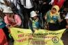Peserta aksi menagih janji Presiden Joko Widodo yang telah menandatangani Piagam Perjuangan Prof Suharso, yang salah satunya berisi pemenuhan hak-hak disabilitas.