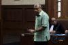 Terdakwa kasus dugaan suap judicial review Undang Undang No 41 Tahun 2014 tentang Peternakan dan Kesehatan Hewan di Mahkamah Konstitusi Patrialis Akbar mengikuti sidang perdana dengan agenda pembacaan dakwaan di Pengadilan Tipikor, Jakarta, Selasa (13/6).
