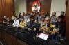 Wakil Ketua KPK Laode Muhammad Syarif (kedua kanan) didampingi Wakil Ketua KPK Basaria Panjaitan (kiri) bersama Ketua Umum Bamag Lembaga Keagamaan Kristen Indonesia Agus Susanto (kedua kiri) dan anggota Pengurus Badan Kehormatan Hengky Narto Sapdo (kanan) menyampaikan keterangan pers dan dukungan kepada KPK di Jakarta, Kamis (15/6).
