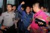 Mantan Panitera Pengganti Pengadilan Negeri Jakarta Utara yang juga sebagai terpidana suap Rohadi dikawal petugas seusai menjalani pemeriksaan di gedung KPK, Jakarta, Kamis (16/6).