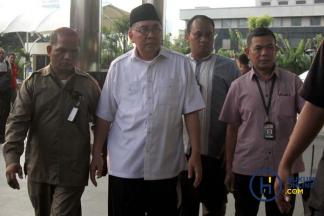 Gubernur Bengkulu Saat Tiba di KPK