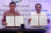 Jaksa Agung HM Prasetyo bersama dengan Direktur Utama PT Bank Negara Indonesia (BNI) Achmad Baiquni saat melakukan penandatanganan nota kesepahaman dan perjanjian kerja sama dalam menangani kejahatan dan tindak pidana perbankan di Jakarta, Selasa (8/8).