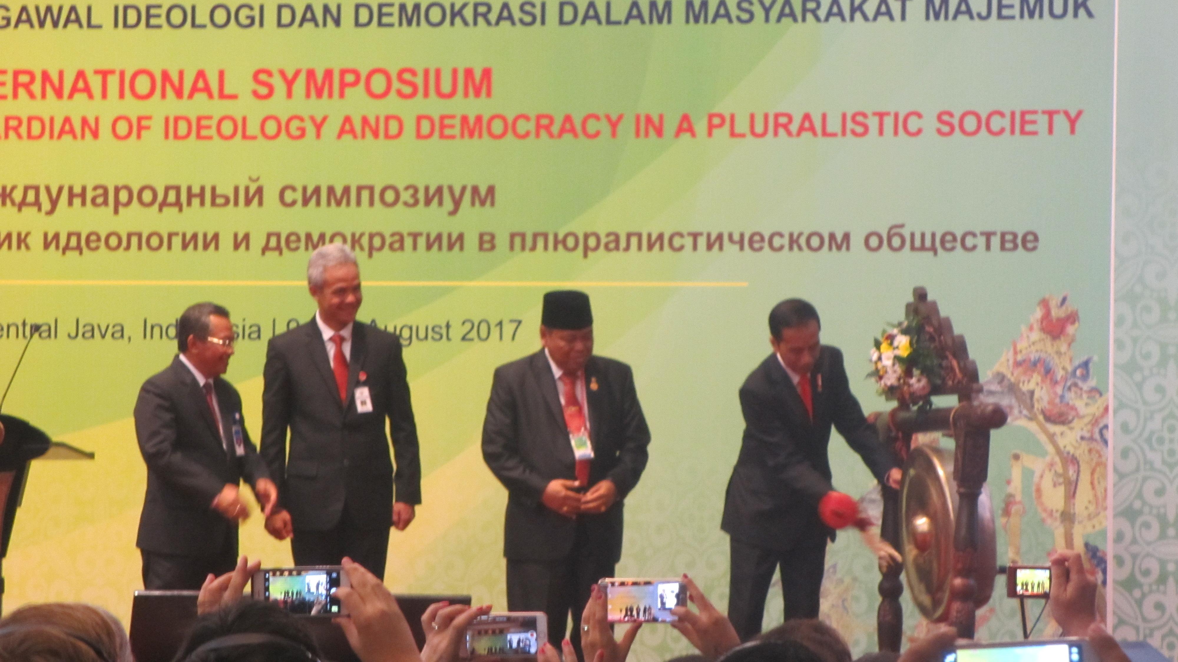 Buka Simposium Internasional AACC, Presiden Jokowi Tekankan Pentingnya Berkonstitusi