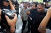 Setya Novanto yang juga Ketua Umum Partai Golkar tidak memenuhi panggilan KPK untuk diperiksa sebagai tersangka kasus korupsi KTP elektronik karena sakit.