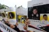 Sejumlah massa yang tergabung dalam Aliansi Pendukung KPK melakukan aksi unjuk rasa di depan gedung KPK di Jakarta, Senin (11/9).