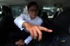 Direktur Utama PT Garuda Indonesia Pahala Nugraha Mansury menjawab pertanyaan wartawan seusai melakukan pertemuan dengan pihak KPK di Jakarta, Senin (11/9).