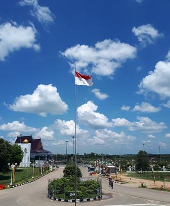 """WNI Perlu Tahu! """"Indonesia Raya"""" Tiga Stanza Versi Undang-Undang"""