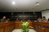 Ketua Komnas HAM periode 2017-2022, Ahmad Taufan Damanik (tengah), didampingi Wakil Ketua dan sejumlah komisioner Komnas HAM menggelar konferensi pers langkah awal pembaruan dan komposisi kepengurusan baru di Kantor Komnas HAM, Jakarta, Selasa (14/11).