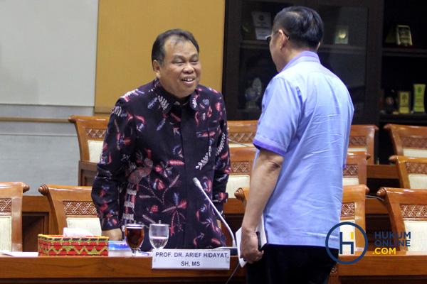Dugaan Lobi-Lobi di Balik Perpanjangan Jabatan Arief Hidayat