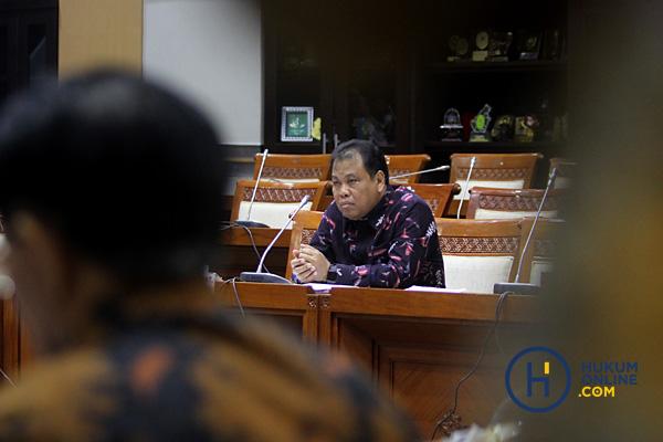 Dinilai Mumpuni, DPR Setujui Perpanjang Jabatan Arief Hidayat