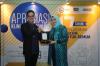 Pemberian Penghargaan Khusus dari Hukumonline.com dan S&H Attorneys at Law kepada Irma Devita Purnamasari sebagai sebagai Mitra Klinik Hukumonline, Selasa (19/17). Foto: Redaksi Hukumonline