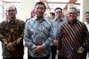 Menko Polhukam Wiranto bersama Ketua KPU Arief Budiman usai melakukan pertemuan di kantor KPU Pusat, Jakarta, Selasa (6/3).